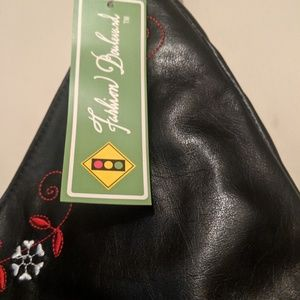 Fashion Blvd Bags - ~BRAND NEW Snowman Bag soft pleather zips on top~